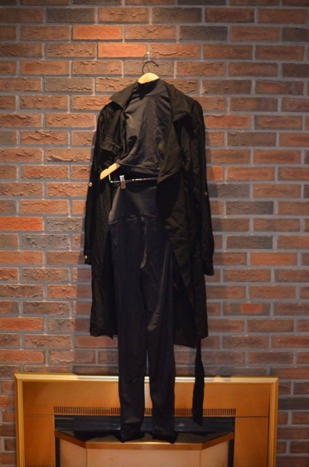 For Rent Item 008. Black spandex top and pant/legging with a black trench coat; hiphop. Size: Senior